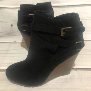 Shoe Dazzle Essence Wedge Booties Size 8